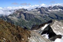 Meningen van een bergrand en kleurrijke bergen in de Pyreneeën Royalty-vrije Stock Fotografie