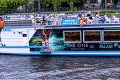 Meningen van een Cruise van de avondrivier rond de stad van Museumeiland Royalty-vrije Stock Fotografie