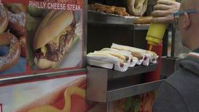 Meningen van een NYC-voedselverkoper stock footage