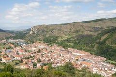 Meningen van Ezcaray dorp in La Rioja, Spanje Stock Foto