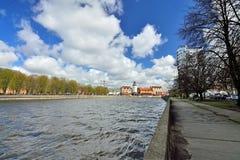 Meningen van het Visserijdorp en het Eiland Kant Kaliningrad, vroeger Koenigsberg, Rusland royalty-vrije stock afbeelding
