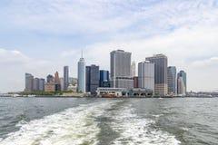 Meningen van Manhattan met beide veerbootterminals, New York, Verenigde Staten stock foto