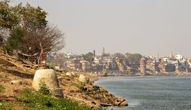 Meningen van Varanasi dichtbij de gangarivier in India royalty-vrije stock afbeelding