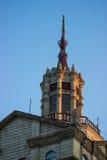 Meningsbovenkant van dak met mooie voorgevel Royalty-vrije Stock Foto