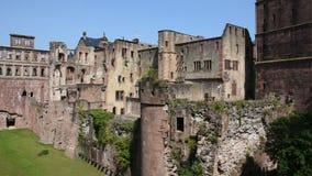 Meningslandschap van binnen van het Kasteel van Heidelberg in Heidelberg, Duitsland stock video