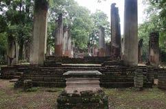 Meningslandschap van het standbeeld van Boedha in Wat Phra Non in Kamphaeng Phet, Thailand Stock Afbeeldingen