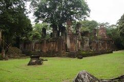 Meningslandschap van het standbeeld van Boedha in Wat Phra Non in Kamphaeng Phet, Thailand Stock Foto