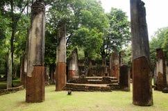 Meningslandschap van het standbeeld van Boedha in Wat Phra Non in Kamphaeng Phet, Thailand Stock Afbeelding