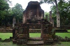 Meningslandschap van het standbeeld van Boedha in Wat Phra Si Iriyabot van het Historische Park van Kamphaeng Phet in Kamphaeng P Stock Afbeeldingen