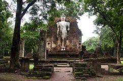 Meningslandschap van het standbeeld van Boedha in Wat Phra Si Iriyabot van het Historische Park van Kamphaeng Phet in Kamphaeng P Royalty-vrije Stock Fotografie