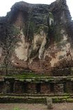 Meningslandschap van het standbeeld van Boedha in Wat Phra Si Iriyabot van het Historische Park van Kamphaeng Phet in Kamphaeng P Stock Foto