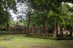 Meningslandschap van het standbeeld van Boedha in Wat Phra Si Iriyabot van het Historische Park van Kamphaeng Phet in Kamphaeng P Stock Fotografie