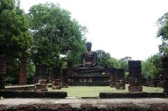 Meningslandschap van het standbeeld van Boedha in Wat Phra Sing van het Historische Park van Kamphaeng Phet in Kamphaeng Phet, Th Stock Foto's