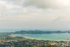 Meningsstad van gouden Boedha Phuket in Thailand Royalty-vrije Stock Foto
