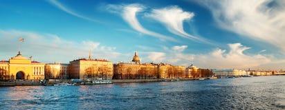 Meningsti Heilige Peterburg in de avond Royalty-vrije Stock Fotografie