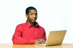 Menino adolescente com o computador portátil - horizontal Fotos de Stock
