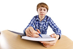 Menino adolescente esperto que aprende para a escola Foto de Stock