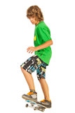 Menino adolescente que faz o conluio no skate Imagens de Stock