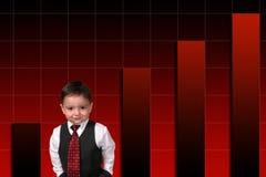 Menino adorável da criança no terno que está de encontro ao gráfico de barra fotos de stock royalty free