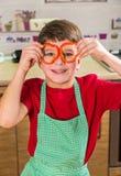 Menino adorável engraçado com paprika cortada nos olhos Foto de Stock Royalty Free