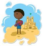 Menino alegre do African-American e o castelo da areia Imagens de Stock