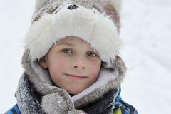 Menino 8 anos de idade no encabeçamento como um cão Fotos de Stock
