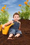 Menino atrativo no jardim do Marigold Imagens de Stock Royalty Free