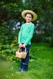 Menino bonito com maçãs Fotografia de Stock