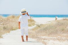 Menino bonito na praia Foto de Stock Royalty Free