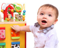 Menino bonito que joga com brinquedos Fotos de Stock