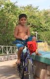 Menino brasileiro na bicicleta Imagens de Stock