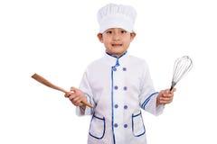 Menino chinês asiático nas ferramentas brancas de Uniform Holding Baking do cozinheiro chefe fotografia de stock royalty free