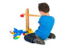 Menino chinês que joga com brinquedos fotografia de stock