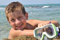 Menino com óculos de proteção do mergulho Foto de Stock