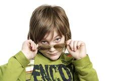 Menino com óculos de sol imagens de stock