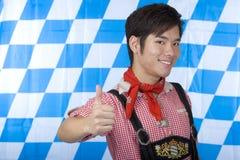 Menino com as calças de couro de Oktoberfest (Lederhose) Imagem de Stock