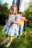 Menino com as meninas no parque Imagem de Stock