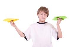 Menino com aviões de papel Imagem de Stock