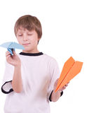 Menino com aviões de papel Foto de Stock Royalty Free