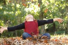 Menino com braços outstretched Imagem de Stock