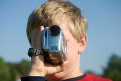 Menino com câmara de vídeo Fotografia de Stock