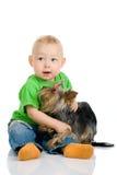 Menino com cão Fotos de Stock Royalty Free