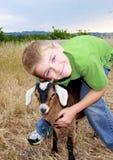 Menino com cabra Fotografia de Stock