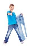 Menino com calças de brim imagem de stock