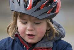 Menino com capacete da bicicleta Fotos de Stock Royalty Free