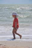 Menino com dois anos corrido na praia Imagem de Stock Royalty Free