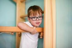 Menino com Down Syndrome imagem de stock