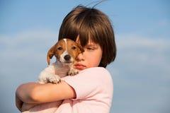 Menino com filhote de cachorro Fotos de Stock Royalty Free
