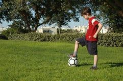 Menino com futebol Fotografia de Stock