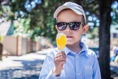 Menino com gelado fotos de stock royalty free